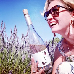 Tasting #nosexforbutterly Rosé in the heart of Provence lavander fields .... #chateaudevalcombe #costieresdenimes #organicwines #familyvineyard