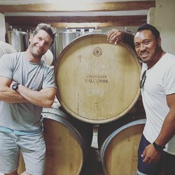 Great visit yesterday from 6 times All Black and former centre at MHR and RacingMetro, Anthony Tuitavake @a_tuitavake23 Amazing to think that our #costieresdenimes wines can now attract wine lovers with such background !! #chateaudevalcombe #nosexforbutterfly #costieres2nimes #familyvineyard