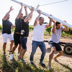 Keep your head up for the  #therugbyfieldvineyard project as @bismarck_duplessis @handrepollard and @johangoosen are pushing hard on #chateaudevalcombe 's Terroir, straight through the heart of #costieresdenimes #rugbylegends