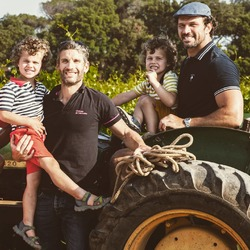 When Rugby Legend, Bismarck Duplessis, World Champion 2007,  visited @chateaudevalcombe to taste our wines, his South African farmer's side quickly took over.... And Basile could not help it but took him and his children on a vineyard tour on our oldest #johndeere tractor !! #chateaudevalcombe #rugbylegends #costieres2nimes #costieresdenimes